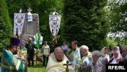 Святкування біля пам'ятного знаку Пересопницького євангелія 23 травня минулого 2010 року