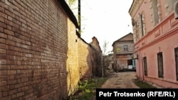 Двор в старой части Уральска.