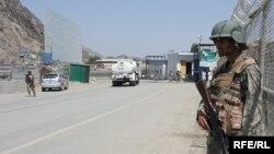 بندر تورخم در سرحد افغانستان با پاکستان