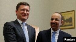 این تصویر از سال ۲۰۱۷ فالح و نوواک را در جریان دیداری در مسکو نشان میدهد؛ این دو روز شنبه در مسکو دیدار و گفتوگوی تازهای انجام دادند.