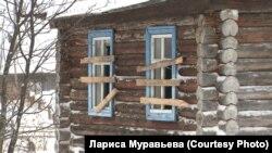 Заброшенный дом в селе Гусево