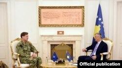 Admirali Mark E. Ferguson III në takim me Presidentin, Hashim Thaçi