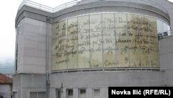 Replika dokumenta iz Dubrovnika na zgradi užičkog Arhiva