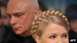Украинаның бұрынғы премьер-министрі Юлия Тимошенко күйеуі Александр Тимошенкомен бірге. 17 қаңтар 2010 жыл.