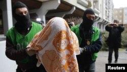 Policia gjermane gjatë aksionit për kapjen e të dyshuarve në Berlin, 4 shkurt 2016