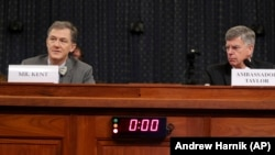 Заместник-асистента на държавния секретар Джордж Кент и изпълняващият длъжността посланик на САЩ в Украйна свидетелстват в Конгреса