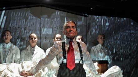 """Imagine din spectacoul """"Toufar Jocurile torturii"""" la Teatrul Odeon din București"""
