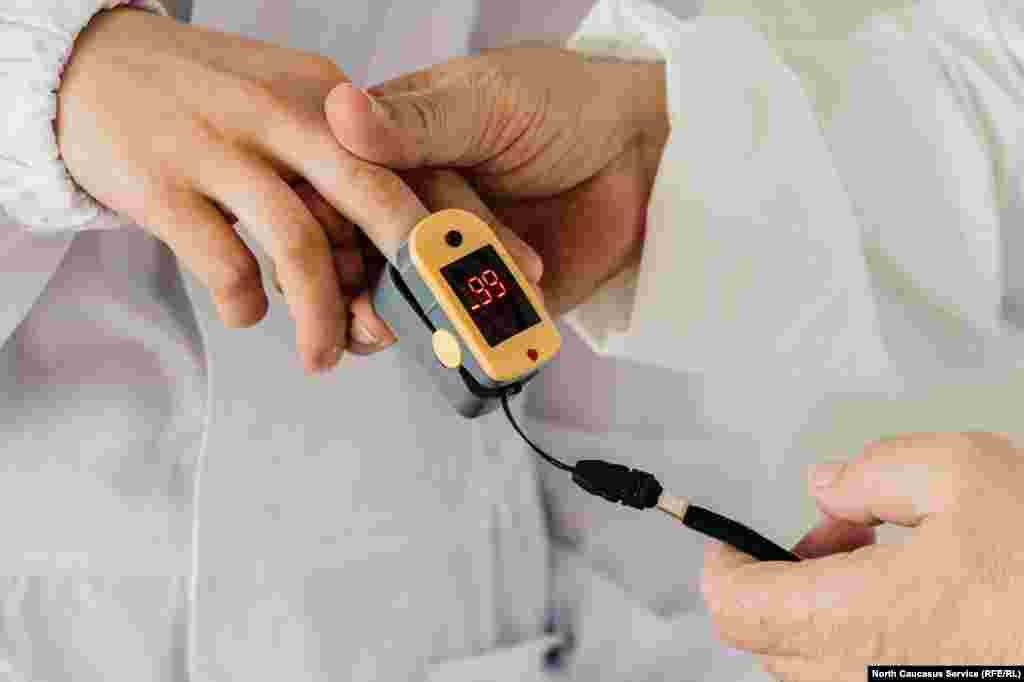 Каждое утро персонал проверяют на сатурацию - насыщение легких кислородом