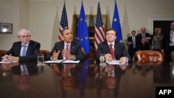 U.S. President Barack Obama (center) speaks following a summit with European Council President Herman Van Rompuy (left) and European Commission President José Manuel Barroso (right).