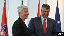 Премиерите на Хрватска и на Косово Јадранка Косор и Хашим Тачи во Приштина, 24.08 2011.