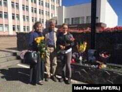 Юлия Разина (жена Альберта Разина), Николай Михайлов (историк и близкий друг учёного), Софи Разина (дочь Разина) слева на право