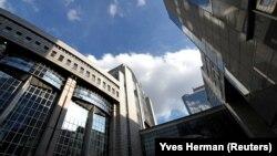 У штаб-квартиры Европейского парламента в Брюсселе.