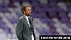 Кыргызстандын футбол боюнча улуттук курама командасынын башкы машыктыруучусу Александр Крестинин.
