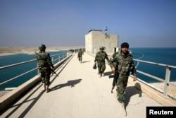 """Дамба на реке Тигр в Мосуле, вокруг которой долго шли тяжелые бои с боевиками """"Исламского государства"""""""