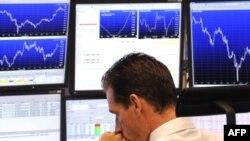 Сейчас все внимание приковано к проблемам мировой банковской системы