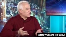 Տնտեսագետ Վահագն Խաչատրյանը հարցազրույց է տալիս «Ազատությանը», արխիվ