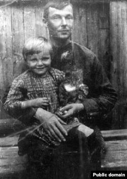 Юрка Лістапад з дачкой Нінай. Другая палова 20-х