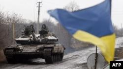 Украинский танк в селе Тоненькое в Донецкой области