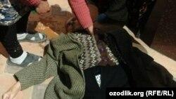 На фото 72-летняя жительница Гулистана Мария Худойкулова, которая скончалась на глазах у сотни пенсионеров, стоявших в очереди за пенсией.