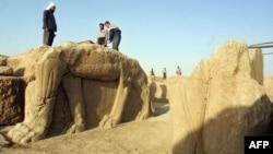 أعمال تنقيب في مدينة نمرود الأثرية أجريت بتاريخ 17 تموز 2001
