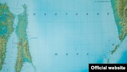 Карта острова Сахалин и Охотского моря.
