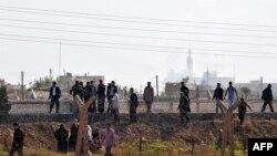 Сирици ја преминуваат границата со Турција