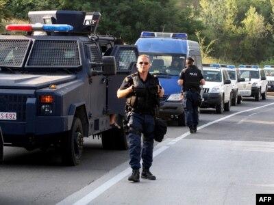 Kosovska policija: Srbi postavili blokade na putu Leposavić - Mitrovica kao odgovor na zauzimanje graničnih prelaza Jarinje i Brnjak od strane Kosovske policije, 26. jul 2011.