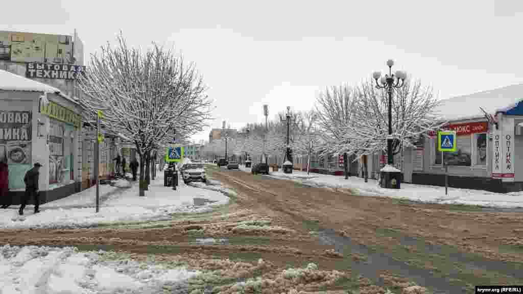 Это первый за всю зиму снегопад в Керчи