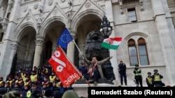Macarıstanda hökumətə qarşı etiraz aksiyası