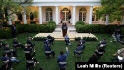 Президент США Дональд Трамп во время встречи с журналистами в Белом доме. Вашингтон, 14 апреля 2020 года.