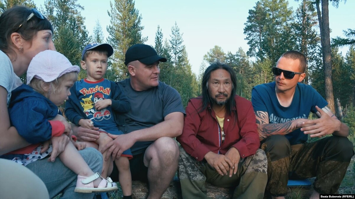 Supporters Continue Walk Of Yakut Shaman Detained On His Way To Moscow To 'Drive Out Putin'