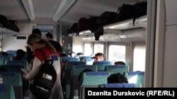 Migranti su već satima u vozu