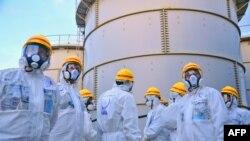 Pamje e një inspektimi në centralin atomik Fukushima në Japoni