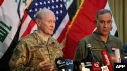 خالد العبیدی (راست)، وزیر دفاع عراق در کنار مارتین دمپسی، رئیس ستاد مشترک ارتش آمریکا