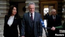 Дмитро Фірташ із дружиною Ладою та адвокатом Дітером Бьомдорфером прибули на засідання суду, Відень, 21 лютого 2017 року
