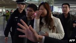 В день ожидавшегося прилета пропавшего лайнера в аэропорту Пекина, 8 марта 2014 г.