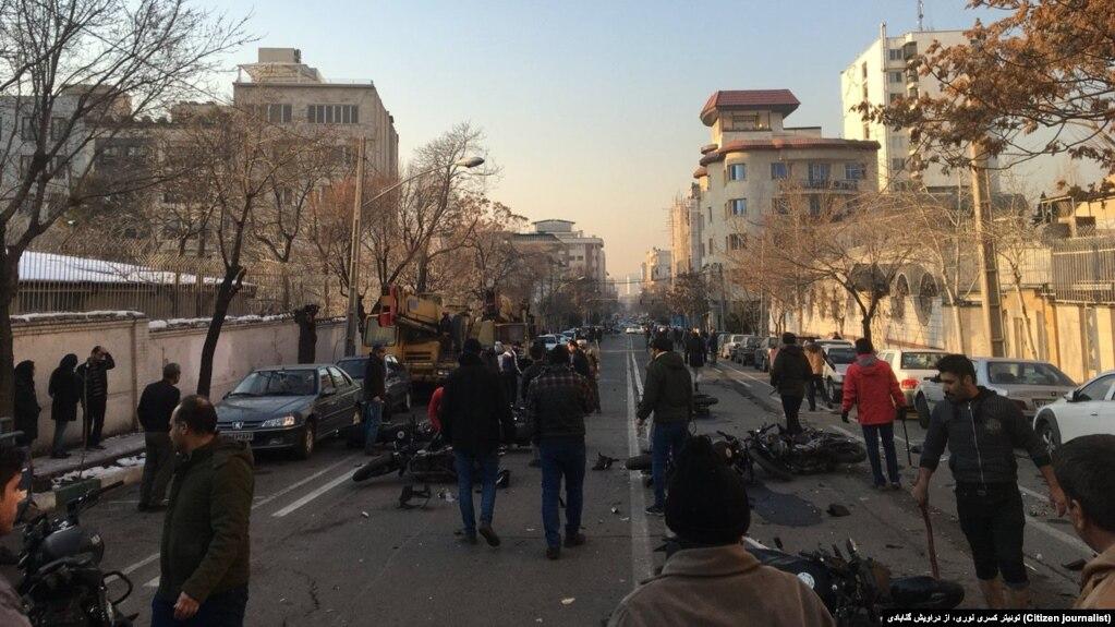 عکس مربوط به درگیریهای خیابان پاسداران تهران در بهمنماه ۹۶ است.
