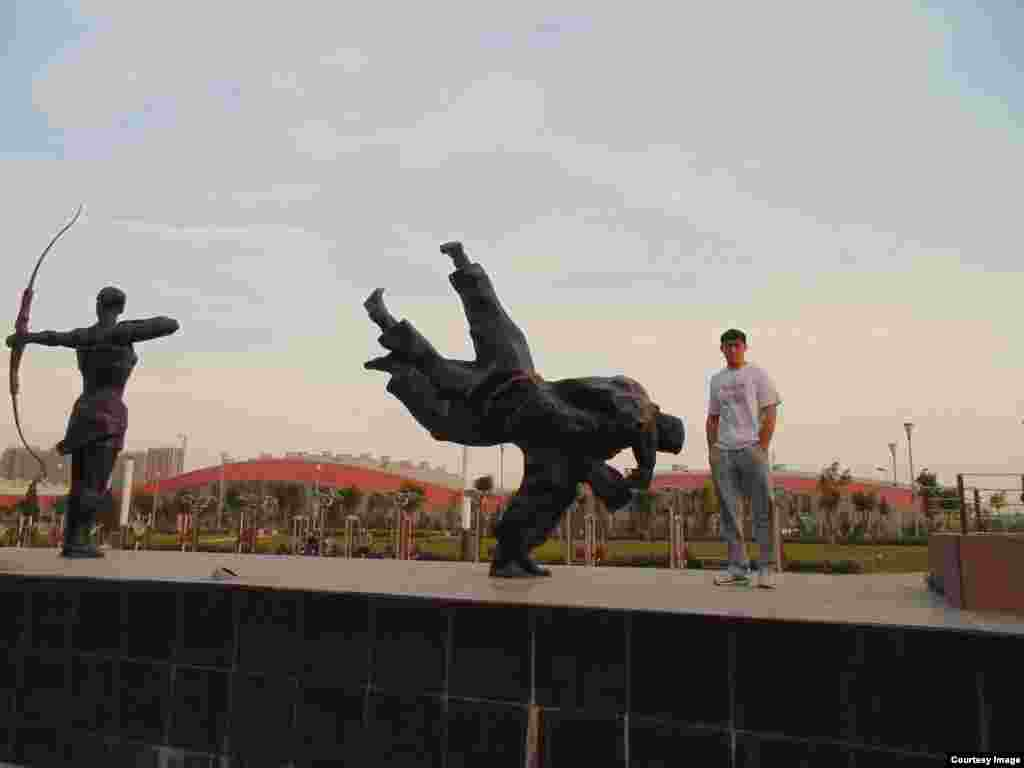 Борец Нурсултан считает, что его имя приносит ему успех. «На каких бы лидерских позициях ни был, ни один спортсмен не хочет поражений. Если на чемпионате или Олимпиаде стану призером, в первую очередь посвящу победу родителям, народу и президенту», — говорит Нурсултан.