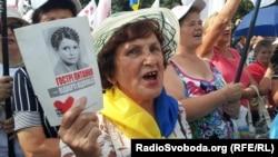 Подржувач на Тимошенко на митингот во Харков на 23 јули 2012