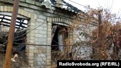 Розбитий будинок у селищі Олександрівка Мар'їнського району Донецької області