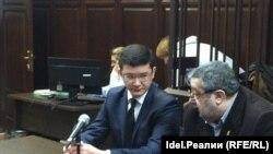 Российский активист Рамиль Ибрагимов (слева) в зале суда.