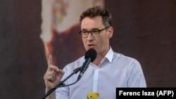 Karácsony Gergely főpolgármester beszédet mond a Fudan-projekt elleni tüntetésen Budapesten, 2021. június 5-én