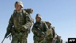 Amerikai katonák érkeznek az afgán Bagram légibázisra 2002. március 12-én