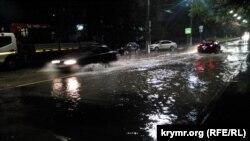 В Севастополе затопило улицы после дождя. 2 ноября 2020 года