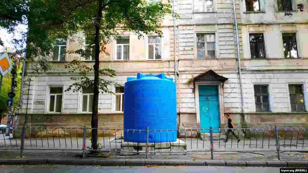Резервуар в центре Симферополя – на перекрестке улиц Самокиша и Жуковского