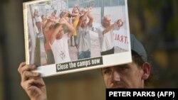 یکی از هواداران حقوق پناهجویان در تظاهراتی در سیدنی