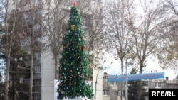 Новогодняя ёлка на главной площади Душанбе 2009 года