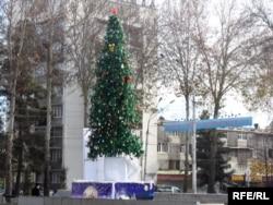 Новогодняя ёлка в Душанбе в 2009 году.