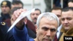 Мехмет Али Агджа у стамбульского суда, 12 января 2006 года