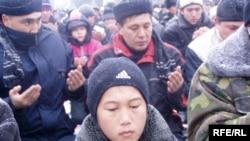 Дунгане, как и киргизы, исповедуют ислам